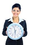 Mujer feliz en negro con el reloj Fotos de archivo