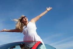 Mujer feliz en paraíso Fotografía de archivo libre de regalías