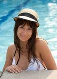Mujer feliz en piscina Fotografía de archivo