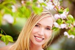 Mujer feliz en resorte Fotos de archivo