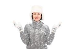 Mujer feliz en sombrero y manopla Fotos de archivo