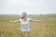 Mujer feliz en un prado Fotografía de archivo libre de regalías