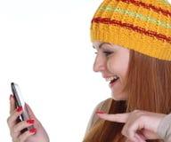 Mujer feliz en un sombrero hecho punto Imagen de archivo libre de regalías