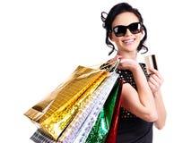 Mujer feliz en vidrios con la compra Imagen de archivo libre de regalías