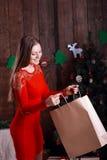 Mujer feliz hermosa con actual #2 Imagen de archivo libre de regalías