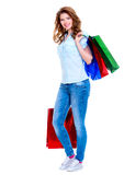 Mujer feliz hermosa con los bolsos de compras Foto de archivo libre de regalías