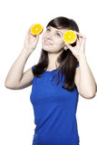 Mujer feliz joven con las frutas Fotos de archivo