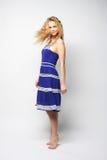 Mujer feliz joven en el salto azul del vestido Imagen de archivo libre de regalías