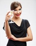 Mujer feliz joven en vestido negro con el vidrio Fotografía de archivo libre de regalías