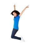 Mujer feliz joven que salta en el aire Fotos de archivo
