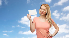 Mujer feliz o muchacha adolescente con el Libro Blanco en blanco Foto de archivo