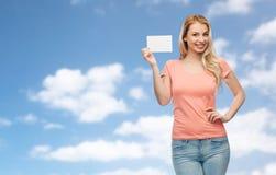 Mujer feliz o muchacha adolescente con el Libro Blanco en blanco Imagen de archivo