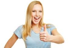 Mujer feliz que anima que detiene los pulgares Fotos de archivo