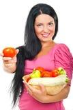 Mujer feliz que da el tomate Imagen de archivo