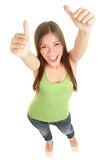 Mujer feliz que da los pulgares para arriba Imagenes de archivo