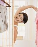 Mujer feliz que desnuda Fotografía de archivo libre de regalías
