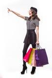 Mujer feliz que hace compras que gesticula mostrando el espacio de la copia en la cara Integral aislado en el fondo blanco Fotografía de archivo libre de regalías