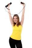 Mujer feliz que juega wii imagen de archivo