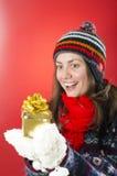 Mujer feliz que mira su regalo Fotos de archivo libres de regalías