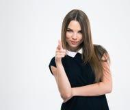 Mujer feliz que señala el finger en la cámara Imagen de archivo libre de regalías