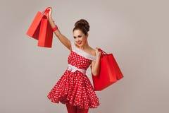 Mujer feliz que soporta los panieres Pin-para arriba Imagen de archivo libre de regalías