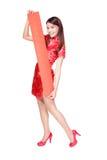 Mujer feliz que sostiene pareados rojos en blanco Imagen de archivo libre de regalías
