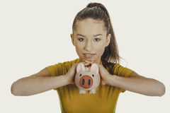 Mujer feliz que sostiene Piggybank Fotografía de archivo