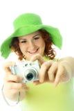 Mujer feliz que toma un cuadro imagen de archivo