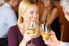 Mujer feliz que tuesta con el vino Imágenes de archivo libres de regalías