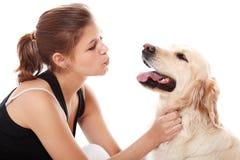 Mujer feliz y su perro hermoso Imágenes de archivo libres de regalías