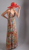 Mujer fina alta en Maxi Dress Imagen de archivo libre de regalías