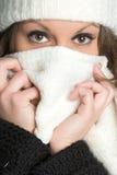Mujer fría del invierno Imagen de archivo libre de regalías