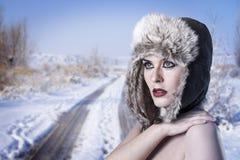 Mujer fría del invierno Imagenes de archivo