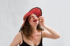 Mujer, fresa y sombrero Imagenes de archivo