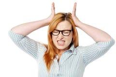 Mujer frustrada que expresa avería foto de archivo libre de regalías