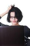 Mujer frustrada que trabaja en el ordenador portátil Foto de archivo libre de regalías