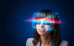 Mujer futura con los vidrios elegantes de alta tecnología Imágenes de archivo libres de regalías