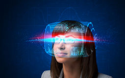 Mujer futura con los vidrios elegantes de alta tecnología Imagen de archivo