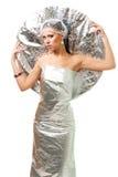 Mujer futurista de la robusteza con el disco metálico Imagenes de archivo