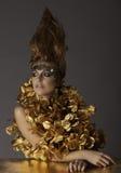 Mujer futurista hermosa en maquillaje y pelo de la fantasía Imagenes de archivo