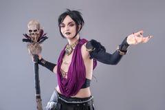Mujer gótica oscura foto de archivo