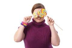 Mujer gorda con los lollipops Imágenes de archivo libres de regalías