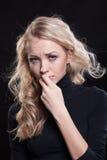 Mujer gritadora trastornada expresión trágica Fotografía de archivo