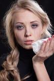 Mujer gritadora trastornada expresión trágica foto de archivo