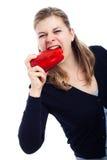 Mujer hambrienta que come la paprika Imagen de archivo