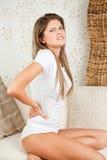 Mujer hermosa con dolor de espalda Imágenes de archivo libres de regalías