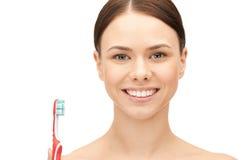 Mujer hermosa con el cepillo de dientes Fotografía de archivo libre de regalías