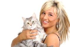 Mujer hermosa con el gato Foto de archivo libre de regalías