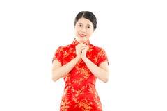 Mujer hermosa con el gesto de la enhorabuena Fotos de archivo libres de regalías