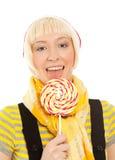 Mujer hermosa con el lollipop aislado en blanco Fotos de archivo libres de regalías